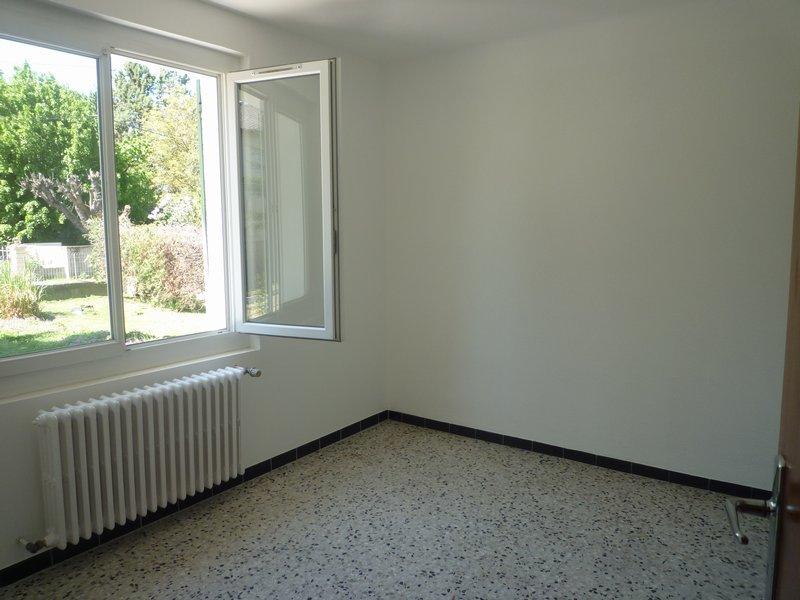 Villa T4, 1500 m² de terrain clos + garage