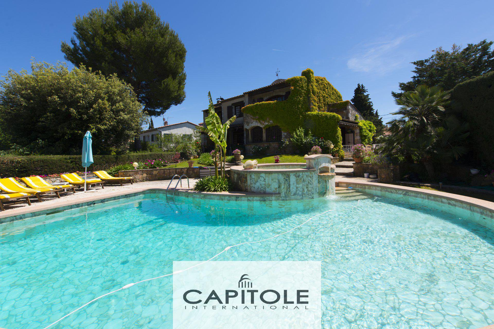 For sale, Antibes, 5 bedroom stone built villa 250m², pool, plot 1750m²
