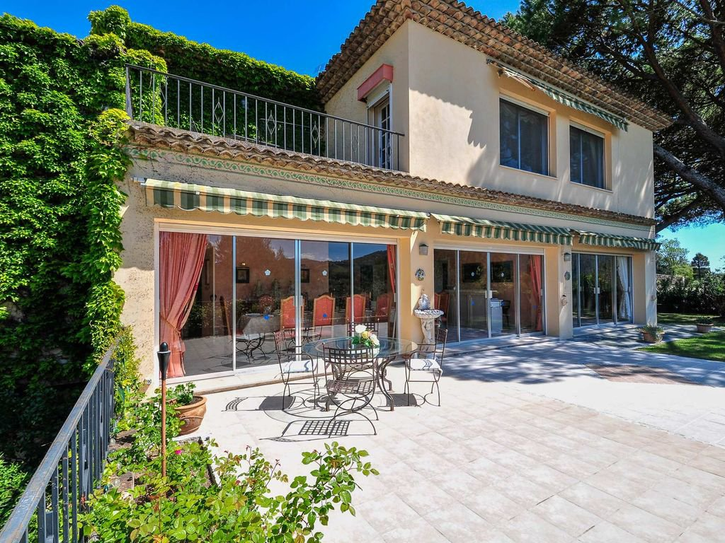 Grand property with lovely views, close to Mougins