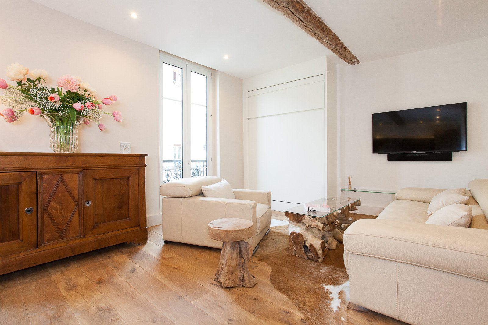 MAGNIFICENT RENOVATED TWO BEDROOMS' APARTMENT IN BANANE CENTER