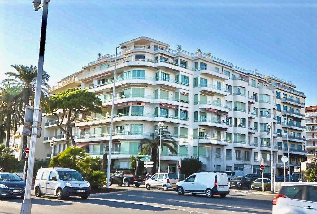 Appartement terrasse vue mer Nice Promenade des Anglais avec terrasse vue mer