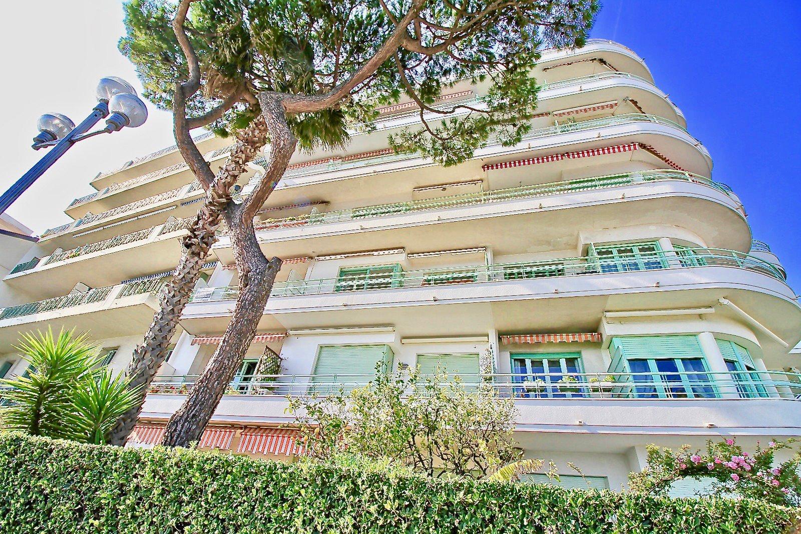 Апартаменты с хорошей террасой с видом на море. Английская набережная с террасой с видом на море.