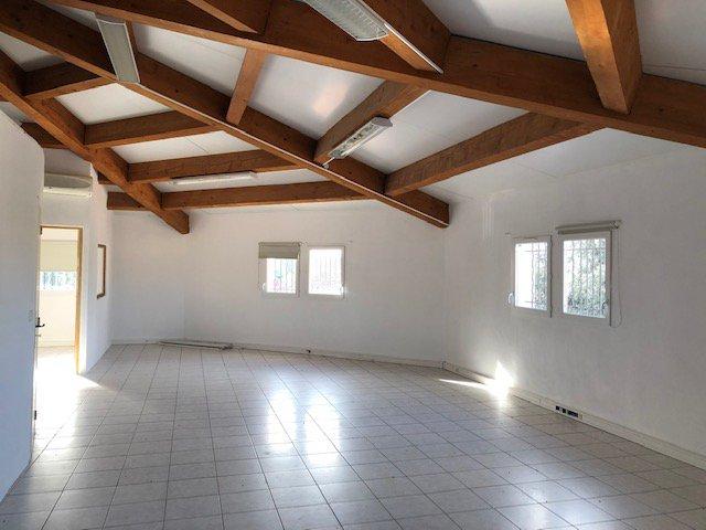 Immeuble à usage de bureaux 452 m²