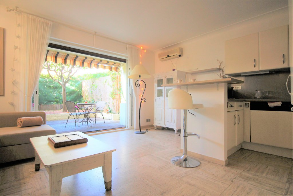 PALM BEACH beautiful 2 rooms  296 800 euros