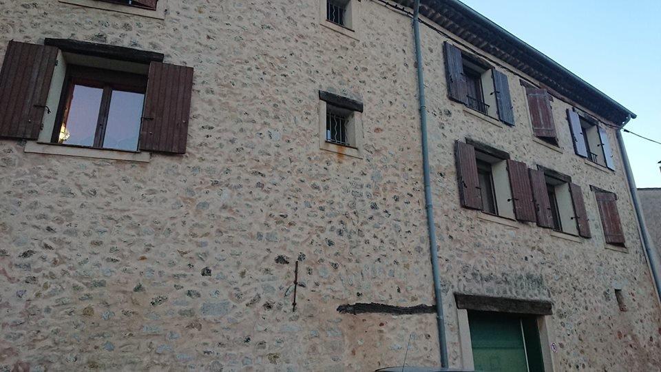 VASTE MAISON DE VILLAGE FLAYOSC AVEC TERRASSE