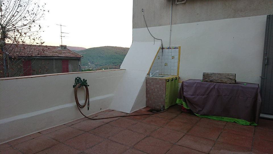 LARGE VILLAGE HOUSE WITH 100 M² TERRACE