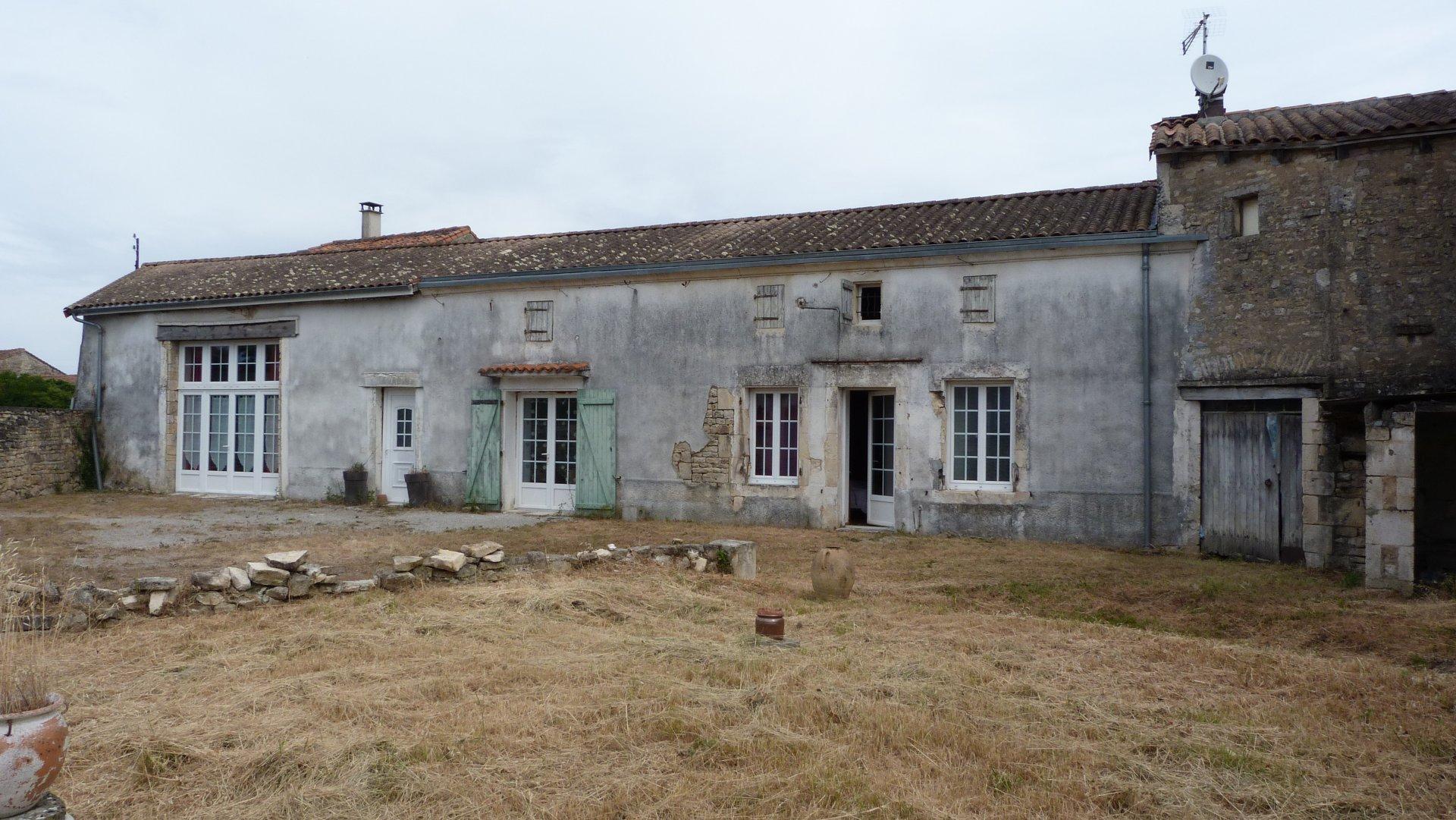 Longère in lovely old village