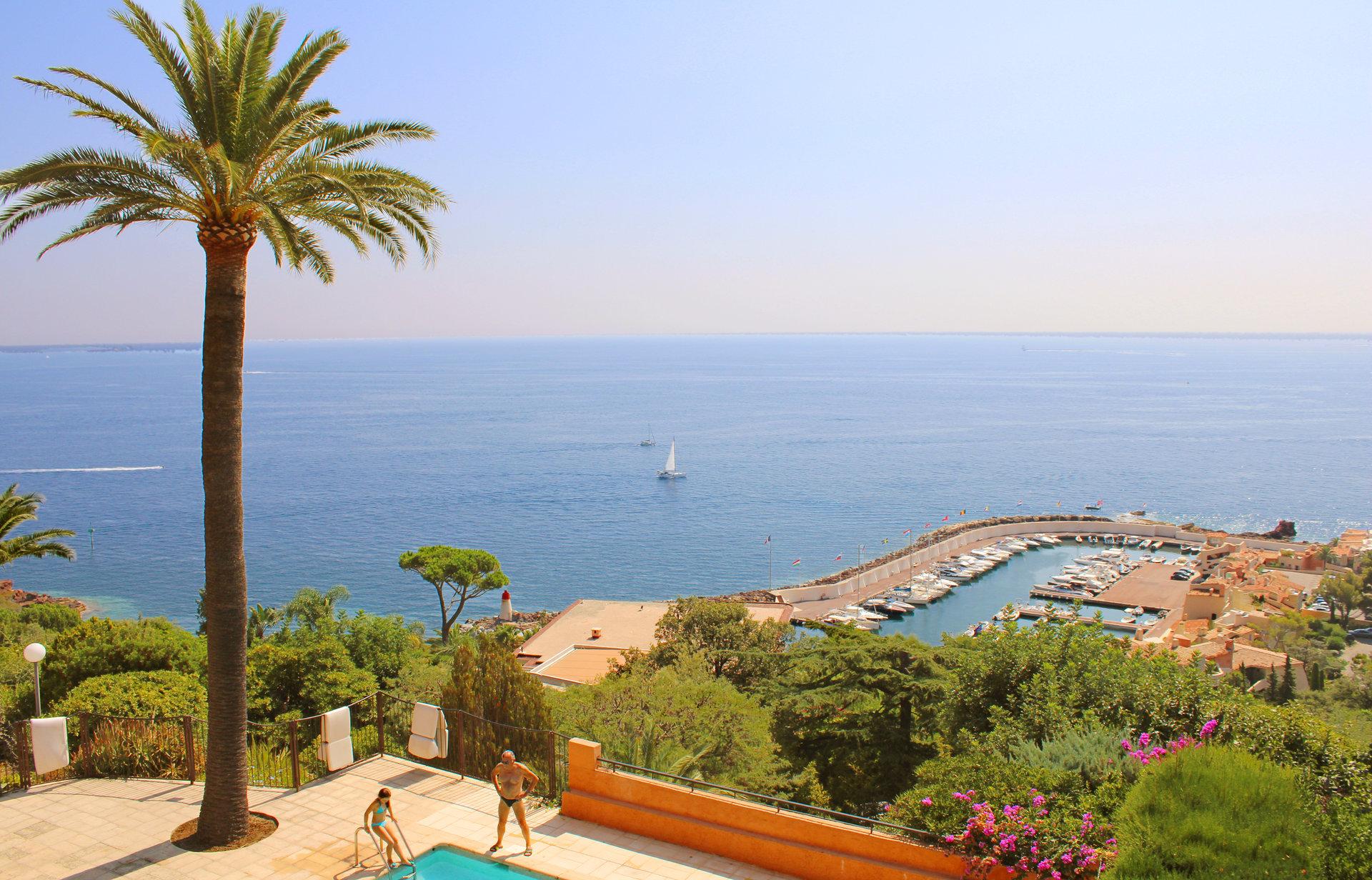 Très beau 2/3 pièces de 80 m² avec vue mer panoramique.