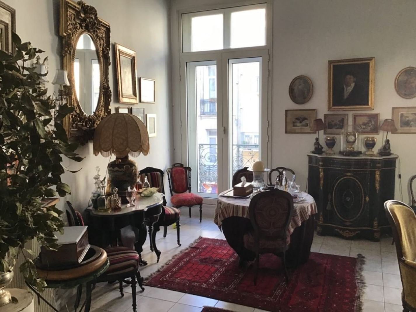 Charmig lägenhet i Béziers med balkong