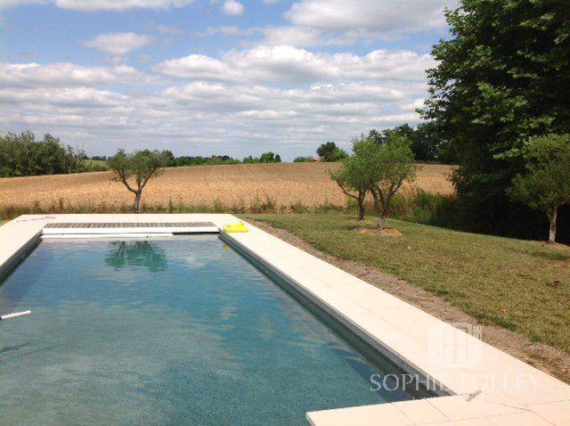 Renovated farmhouse with swimming pool