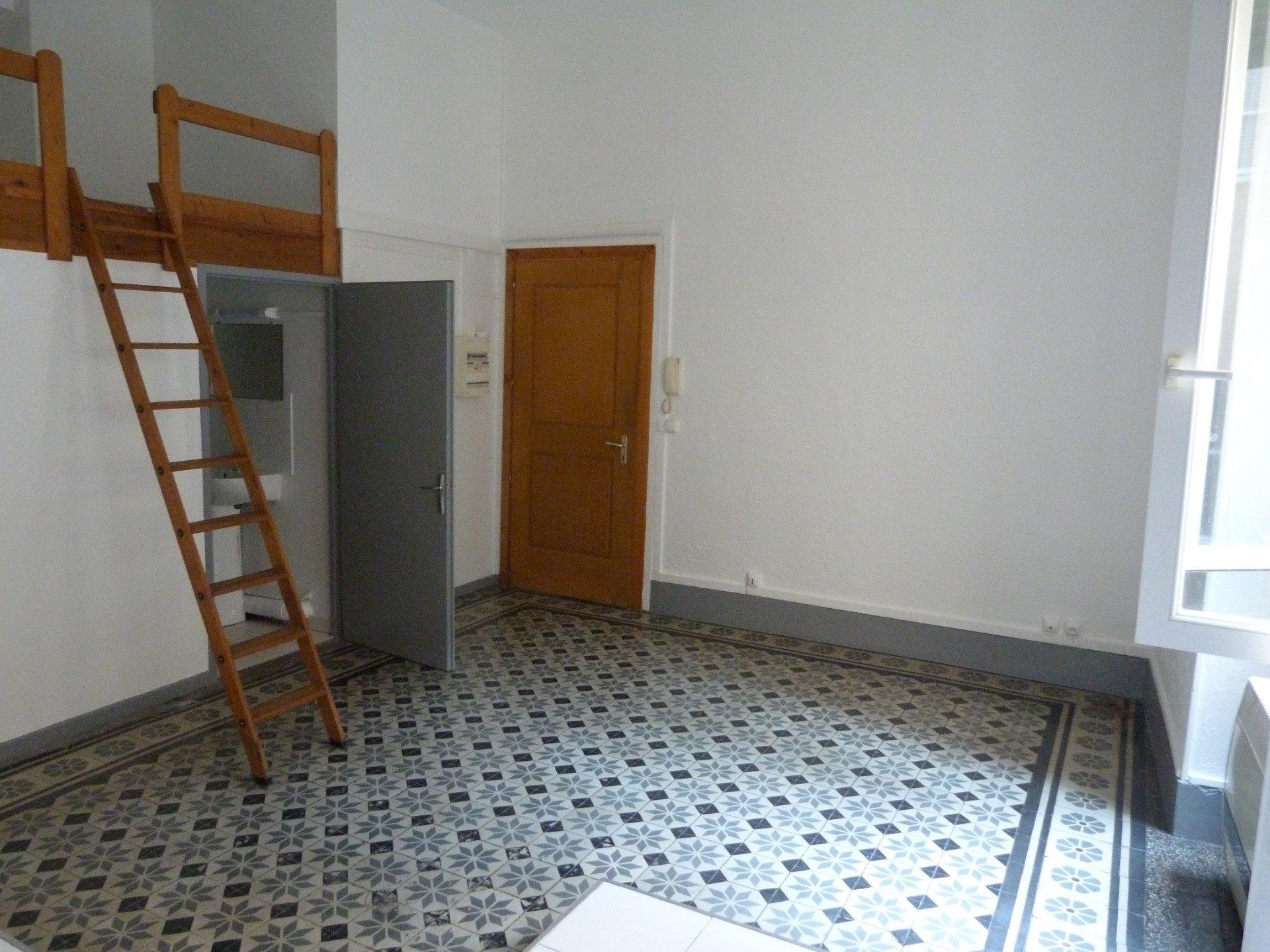 Studio rénové dans le centre de St Marcellin