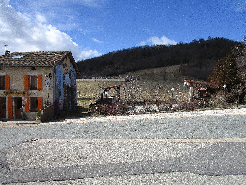 Murs et fonds avec terrain constructible