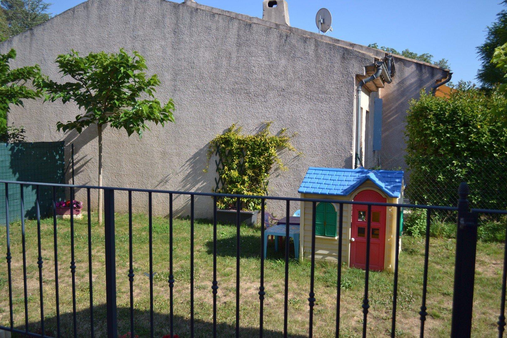 Jouques Village