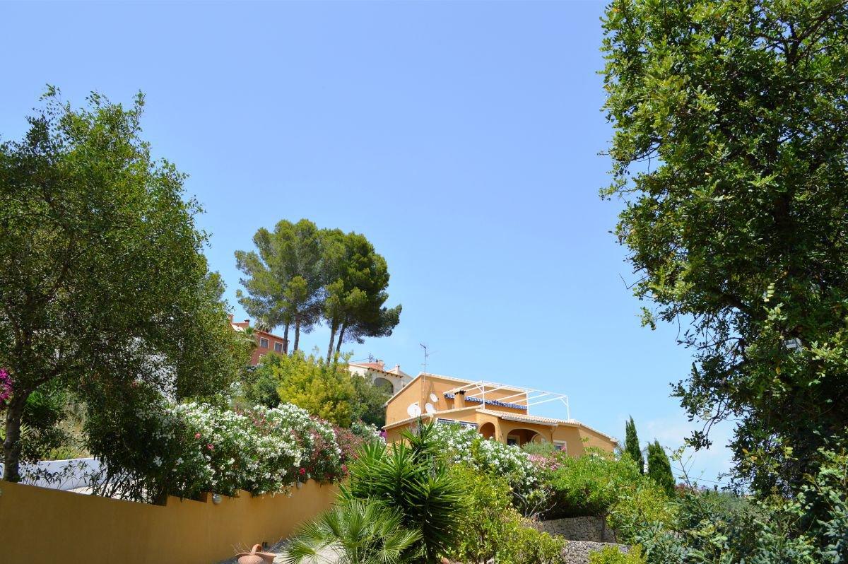 Spacious villa with huge potential