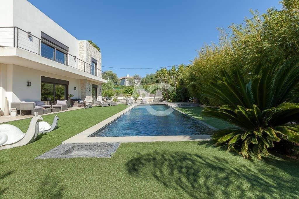 Magnifique villa contemporaine avec piscine chauffée, proche de la mer