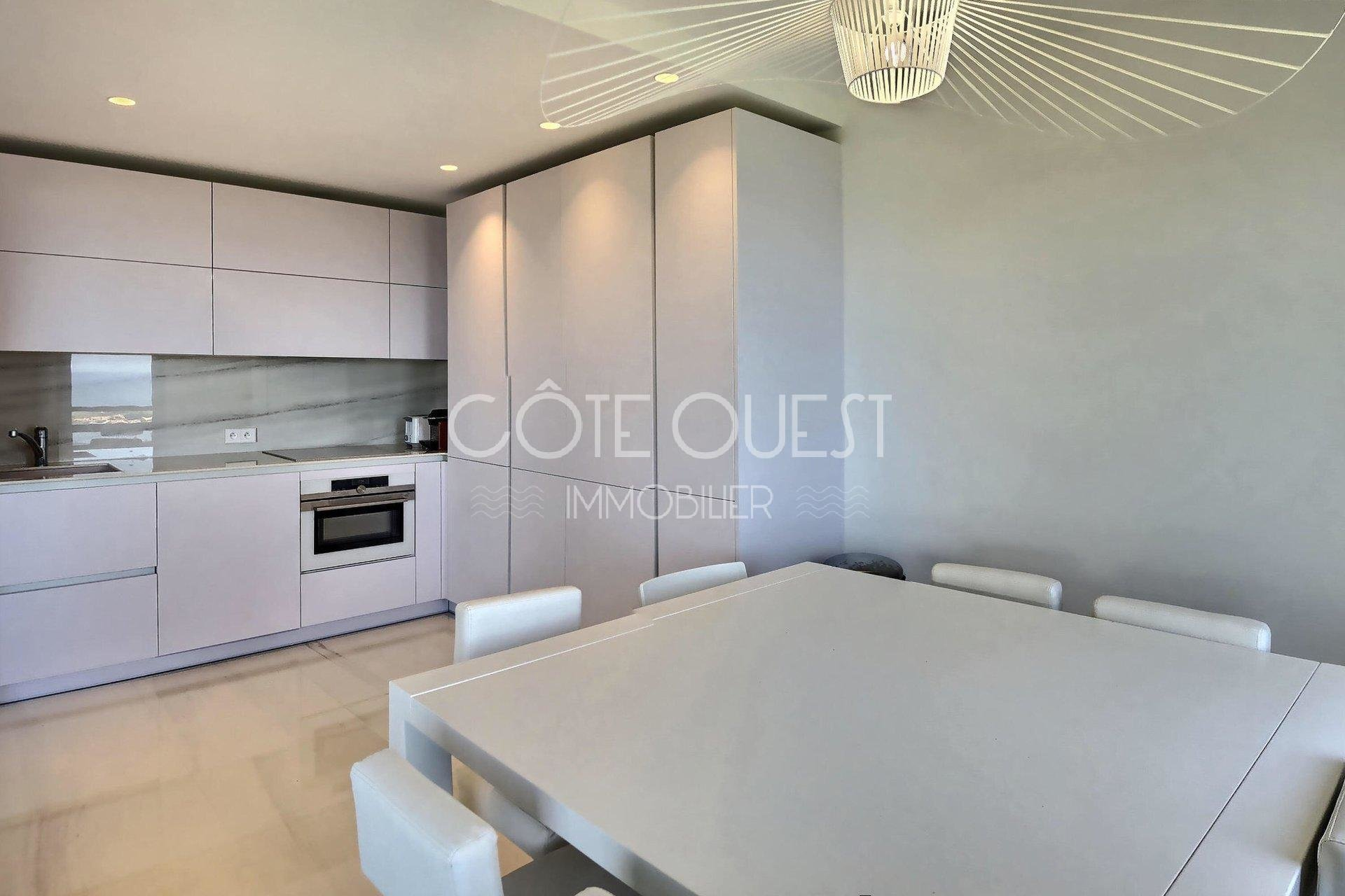 CIBOURE FOR SALE AN OVER 90 SQM APARTMENT ENJOYING AN OCEAN VIEW