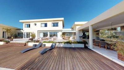 Contemporary villa in Mougins