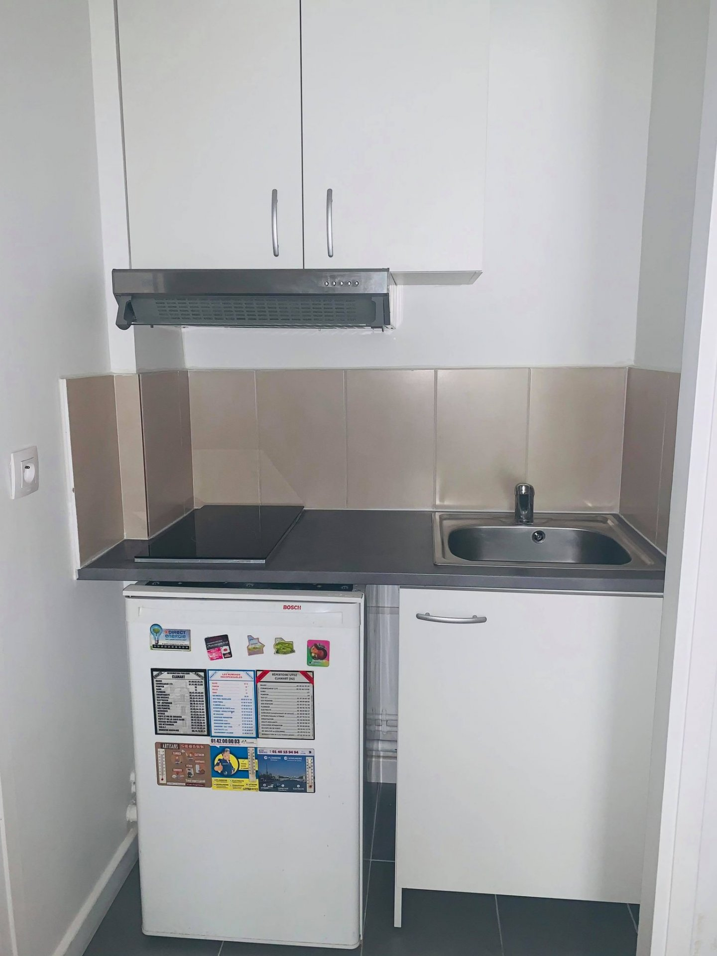 CLAMART CENTRE : BEAU STUDIO , entrée avec placards, kitchenette, séjour sur balcon, salle de bains ...