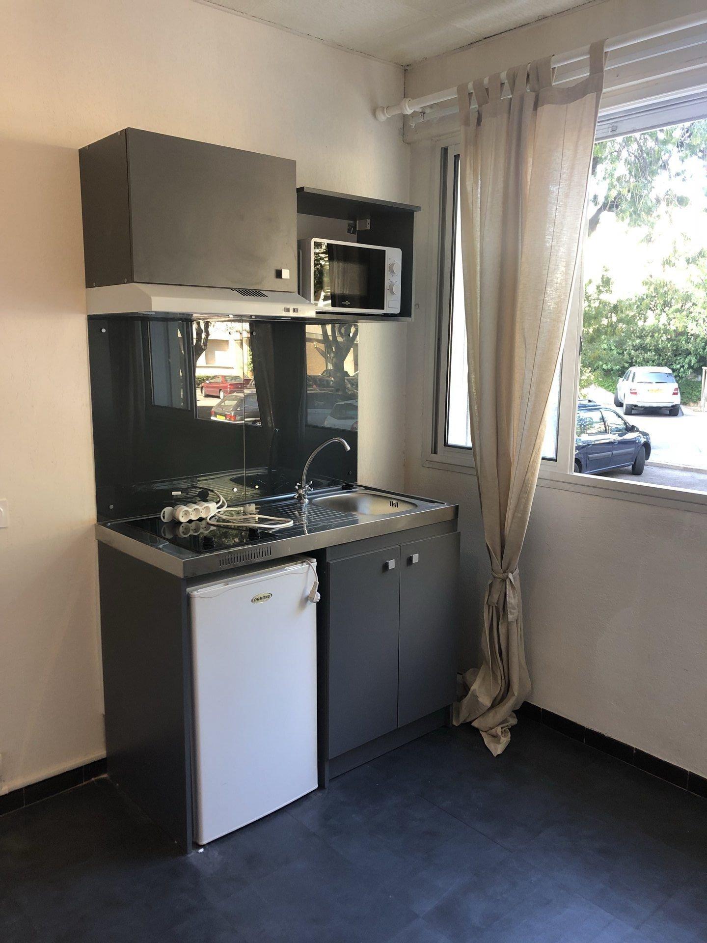 Studio / Chambre  13008 Marseille
