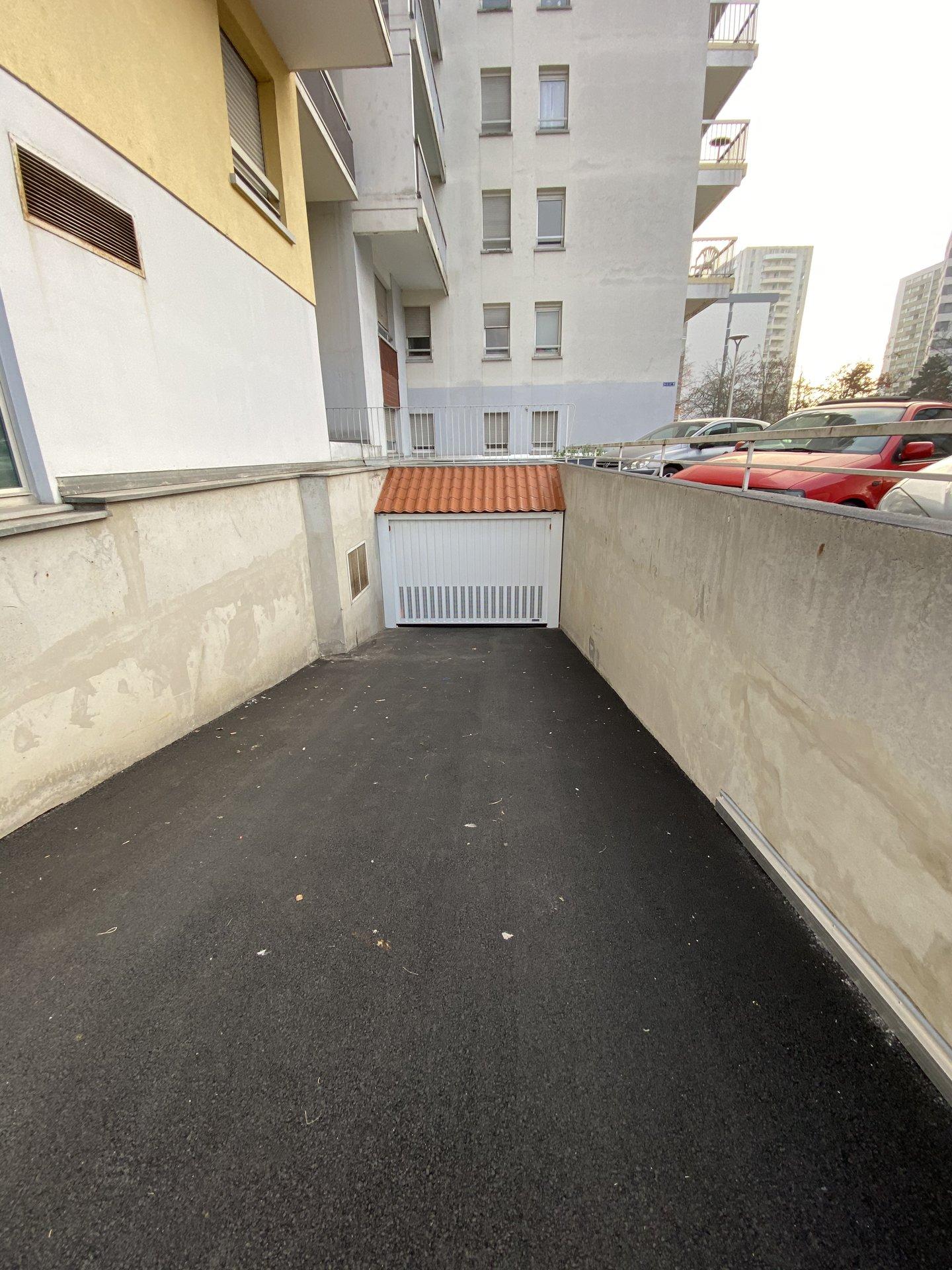 Parking - Rue Jean Henri Schnitzler