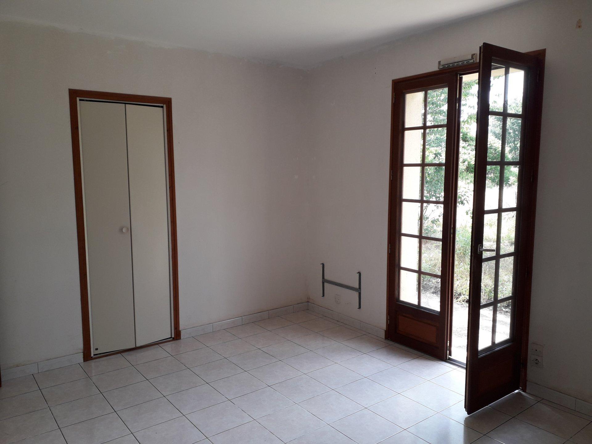 Maison de plain pied avec dépendance sur 9000 m²
