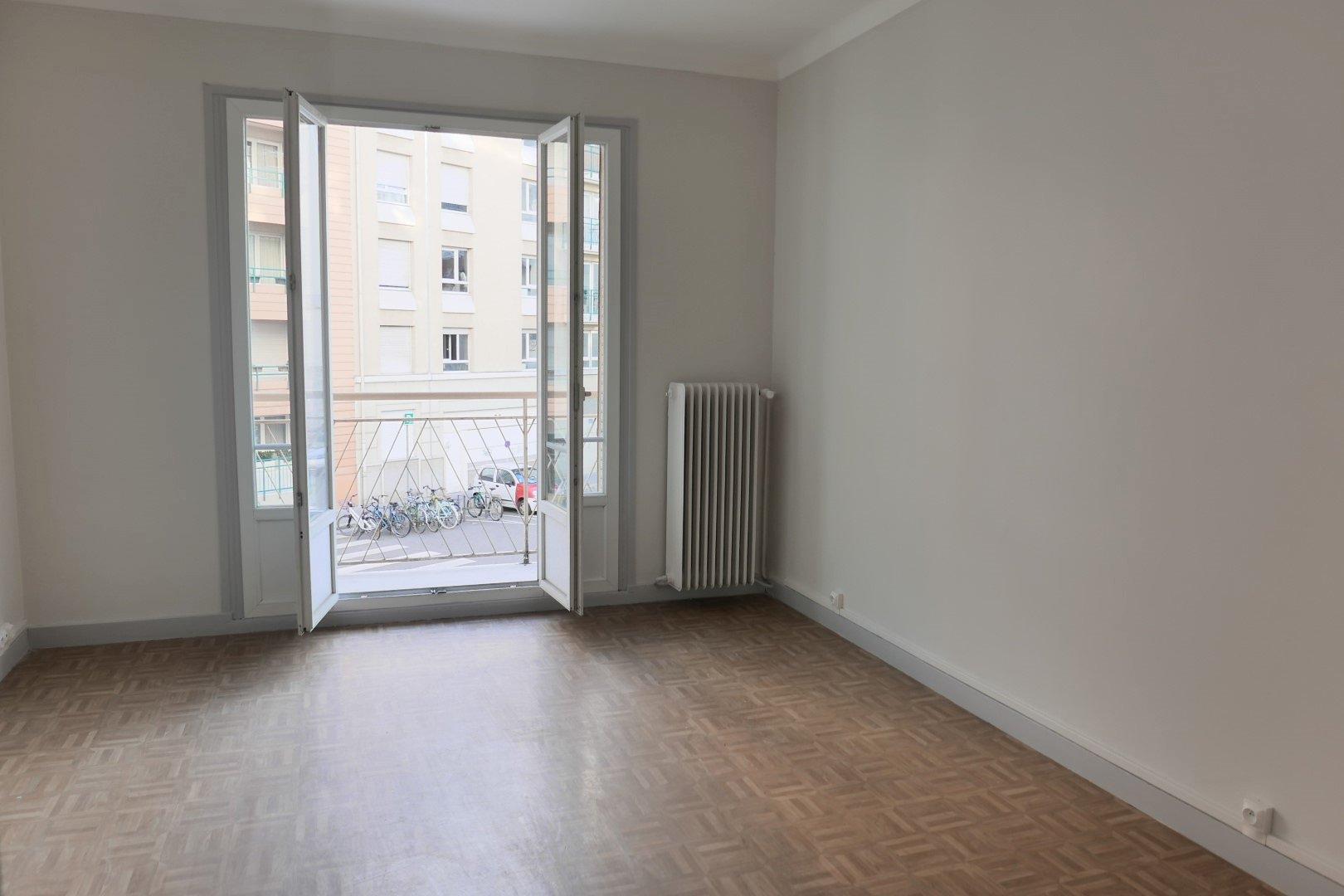 Achat Appartement Surface de 76.93 m²/ Total carrez : 60 m², 3 pièces, Lyon 7ème (69007)