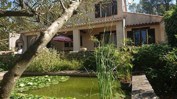 LORGUES villa campagne sur 6000 m² avec piscine et garages