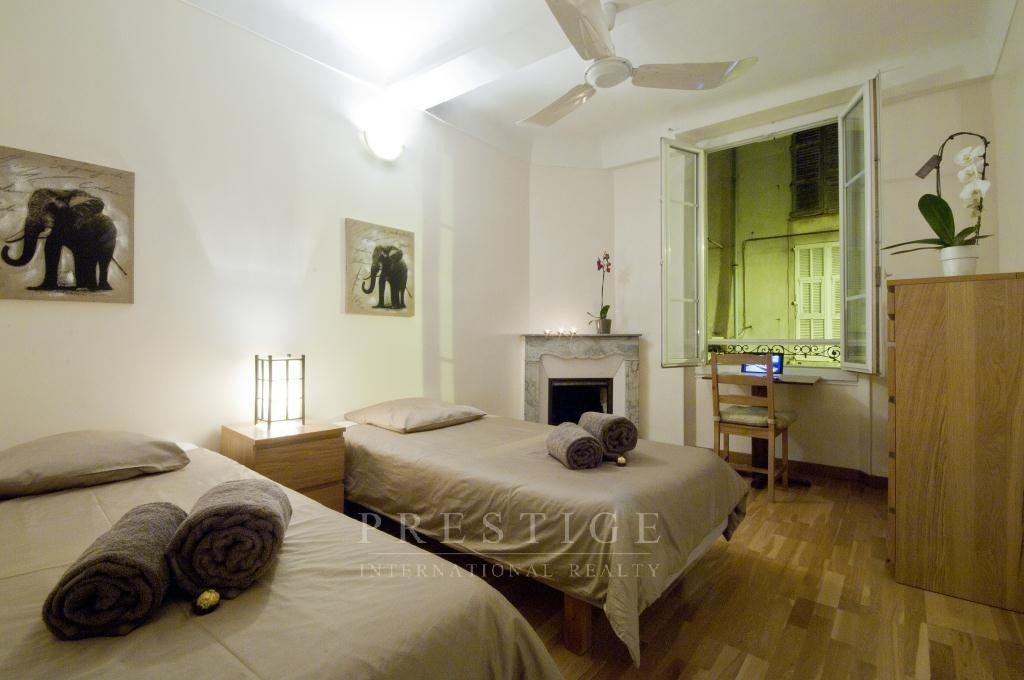 Antibes, old town, 2 bedrooms