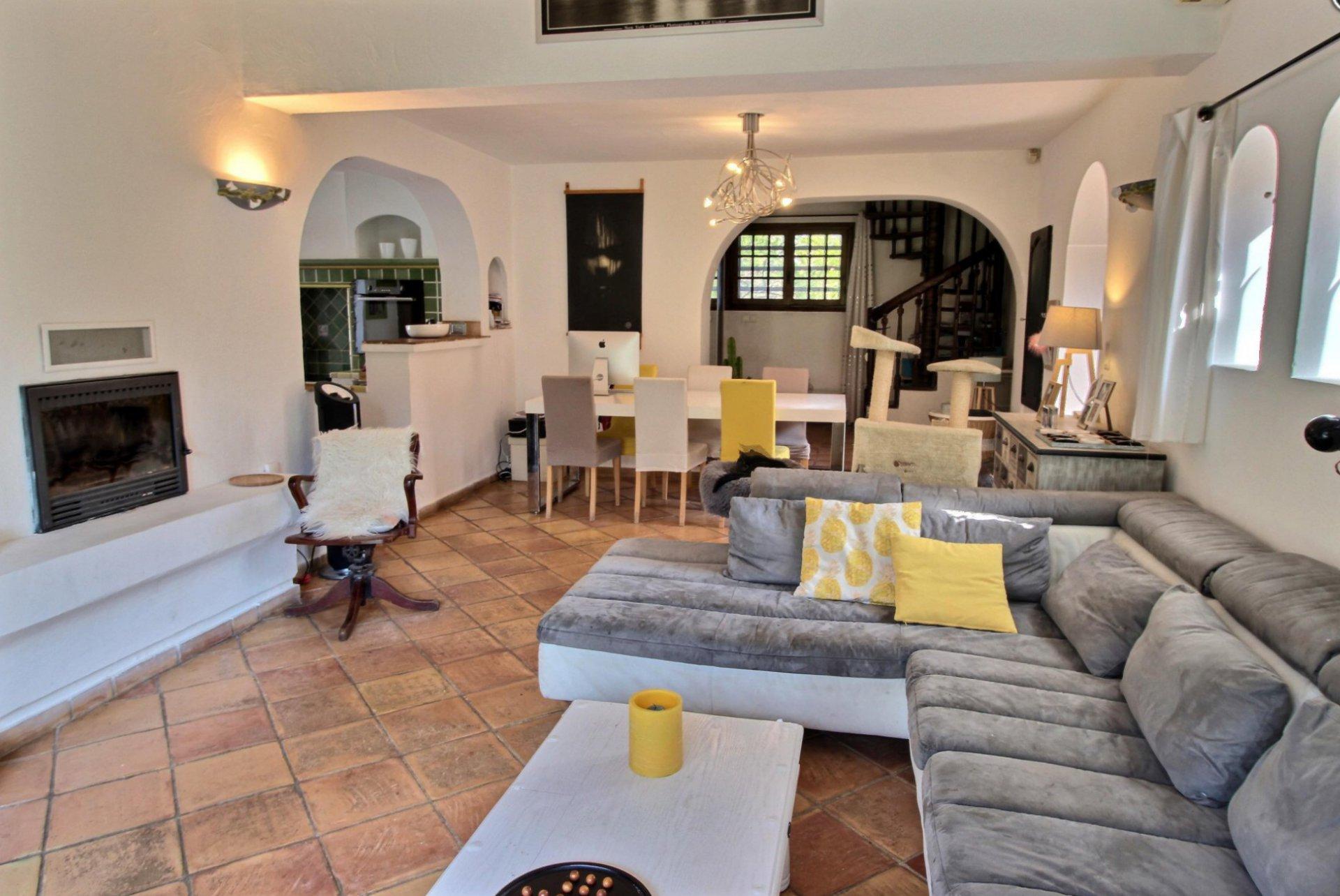 Jolie maison provençale sur terrain plat, piscine, proche Valbonne