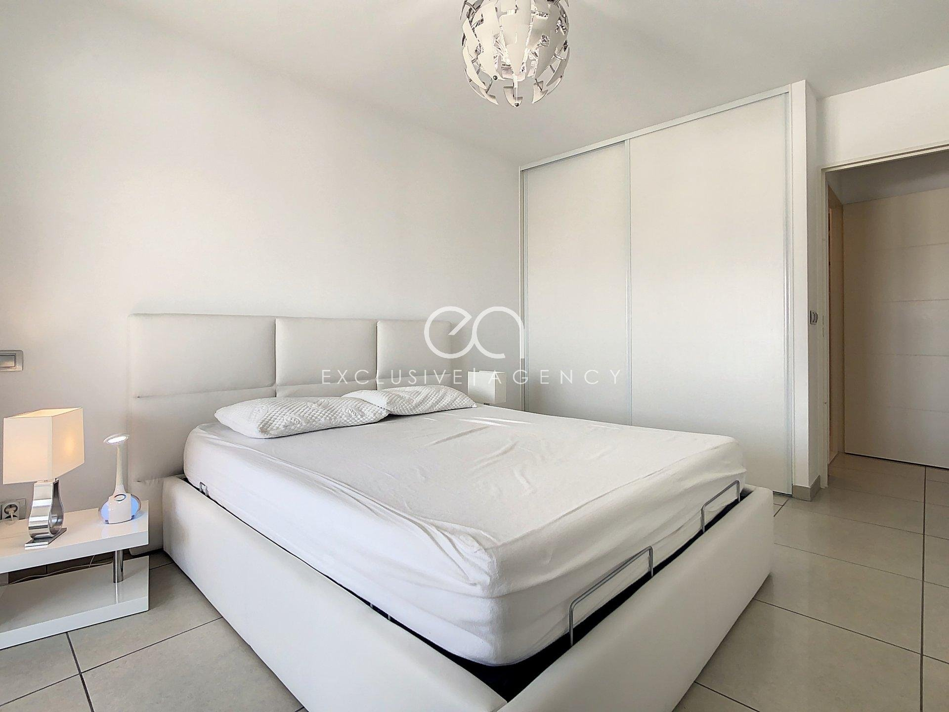 Rent Cannes furnised Cannes City Center 300m rue d'Antibes - Beautiful 2 bedrooms apartment of 71sqm, garage and cellar