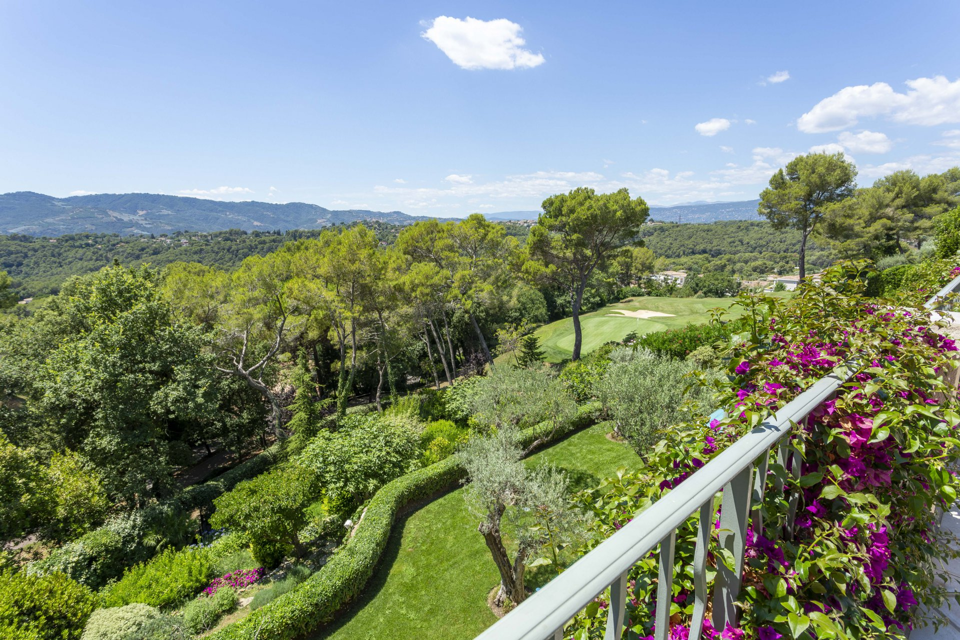 MOUGINS - IN THE MIDST OF A FAMOUS GOLF