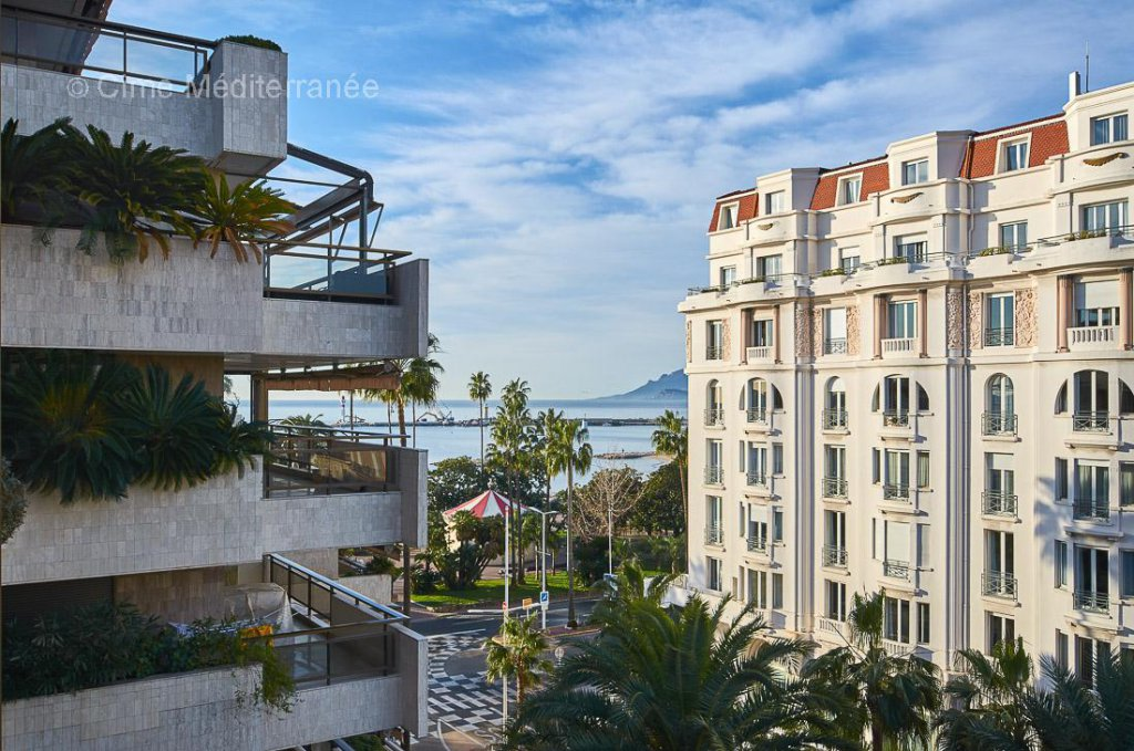 The Gray D'Albon - Luxury apartment with large terrace