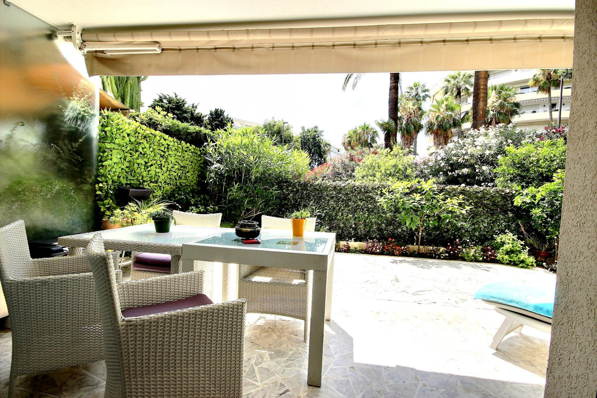 Ground floor flat with large terrace in Cannes