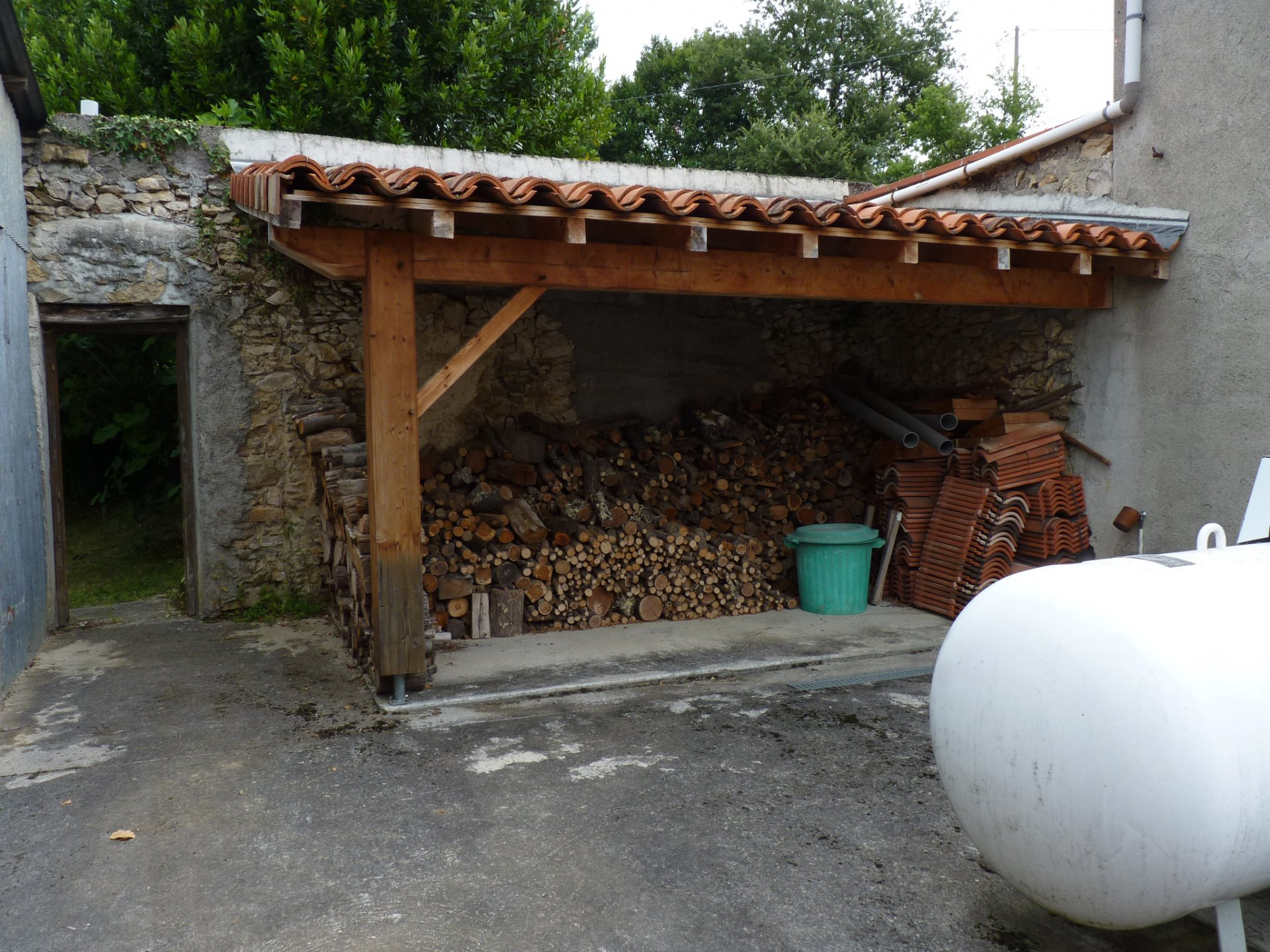 Sector FRECHET, village house stone part