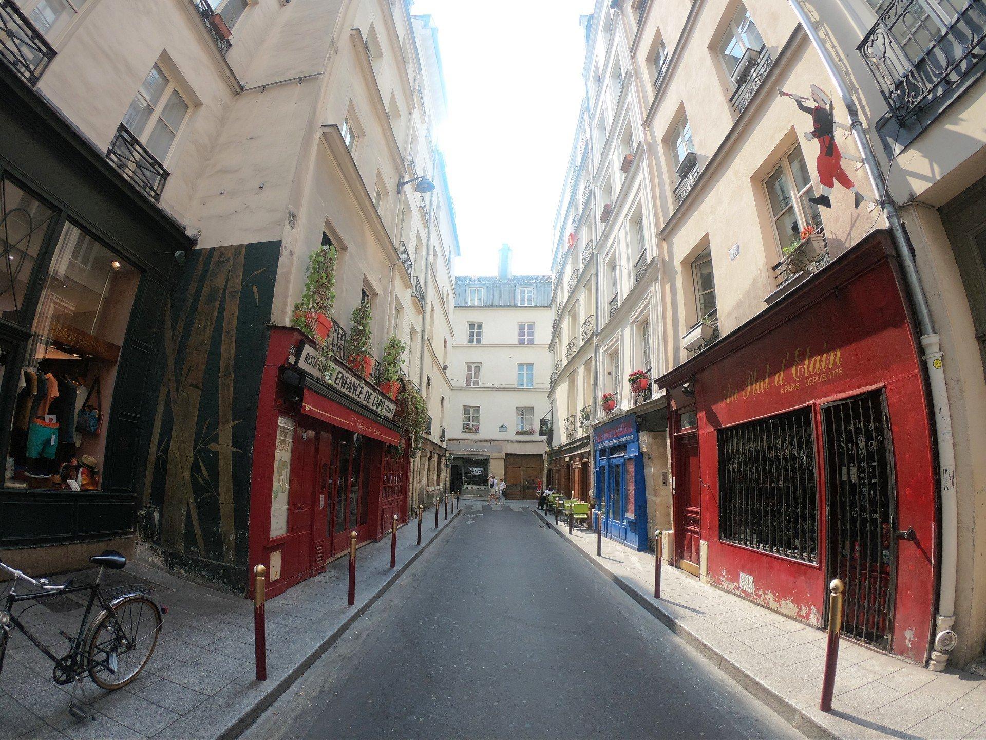 proche place  Saint Sulpice