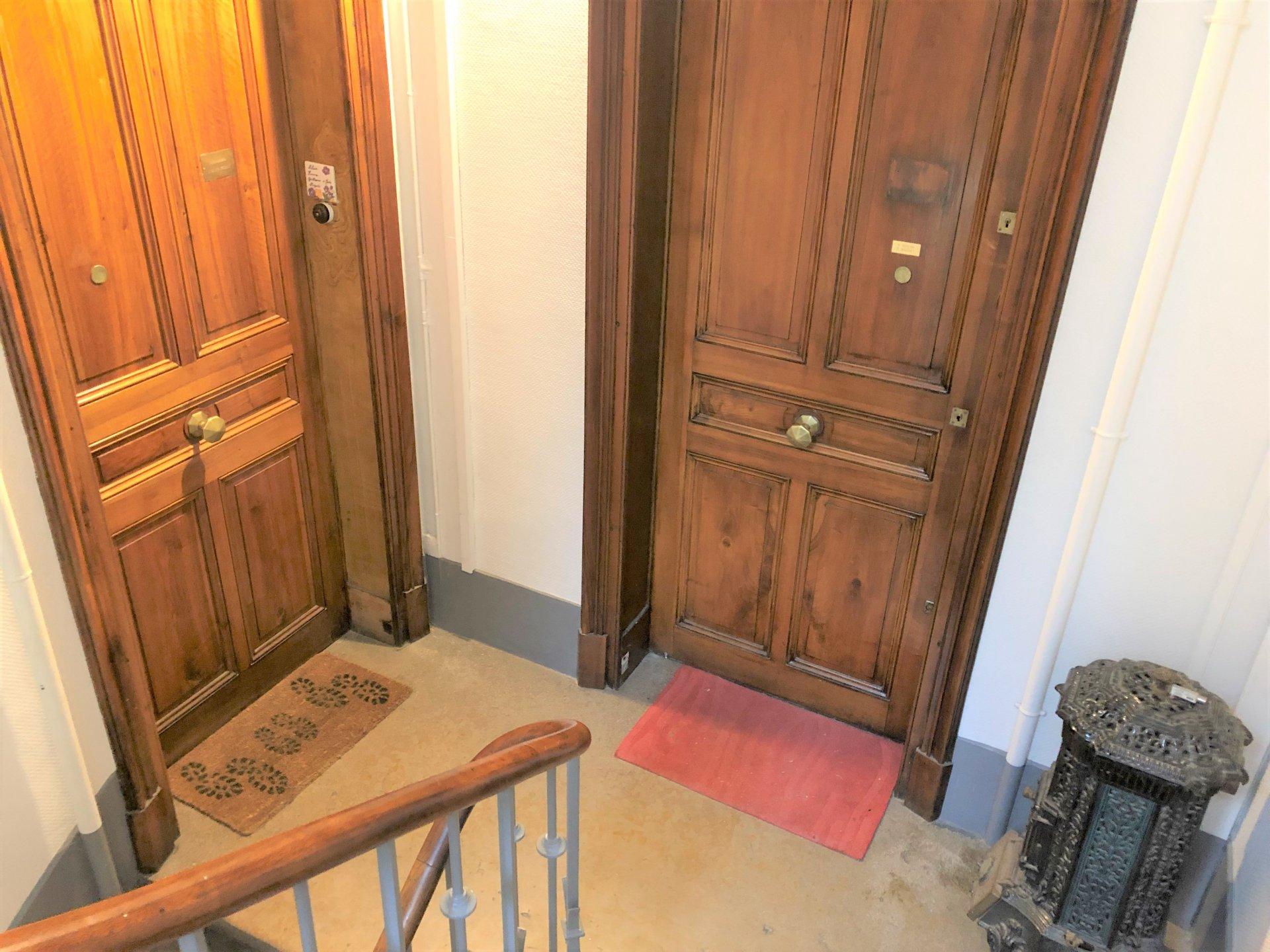 Porte d'accès à l'appartement