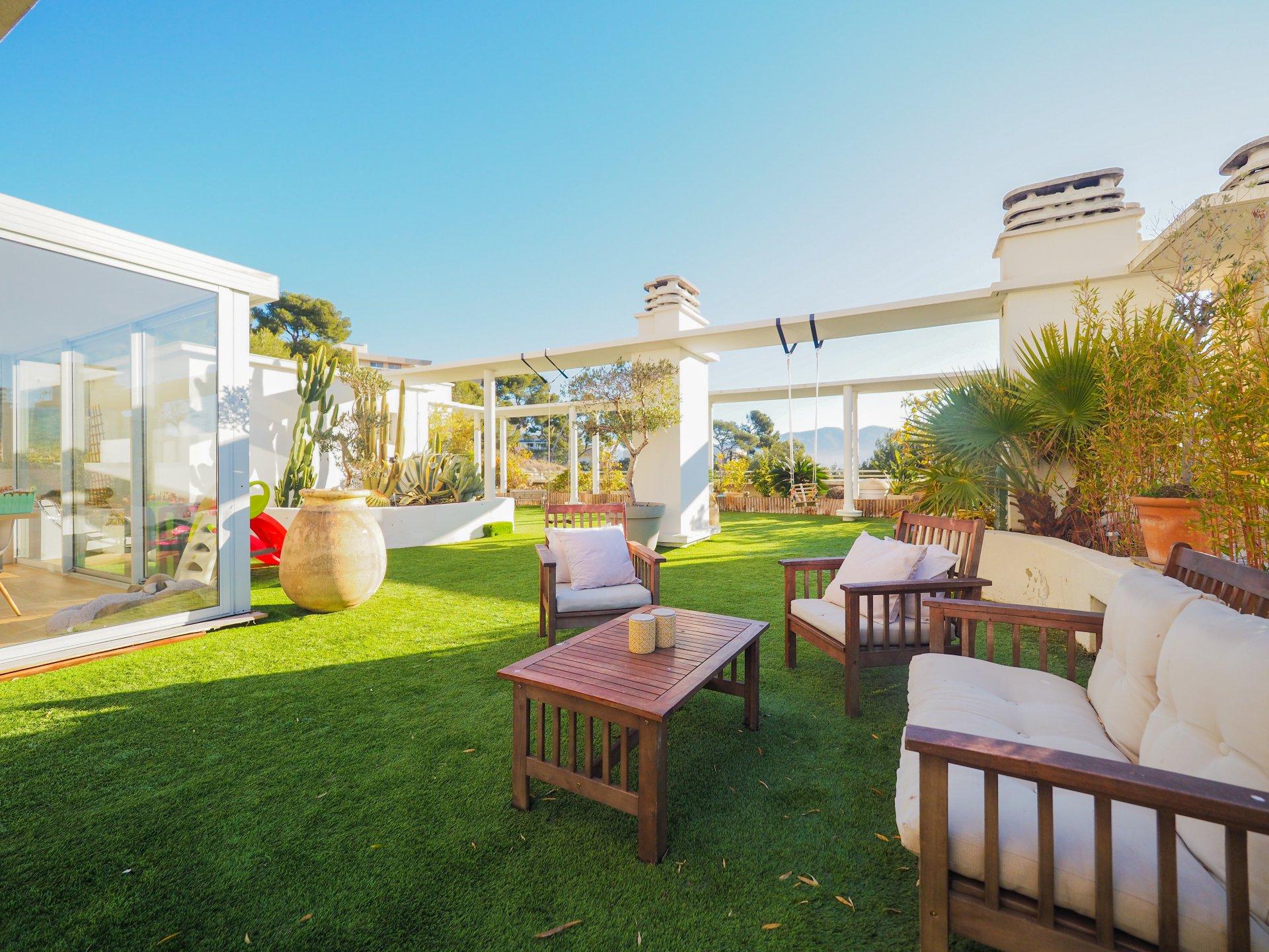 LE SPLENDIDE - T4 de 132 m2 et 320 m2 de terrasse vue mer
