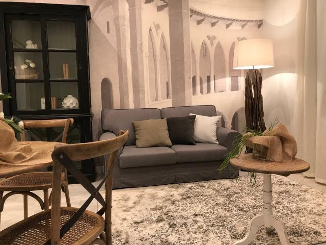 Renovated bourgeois 3 rooms apartment