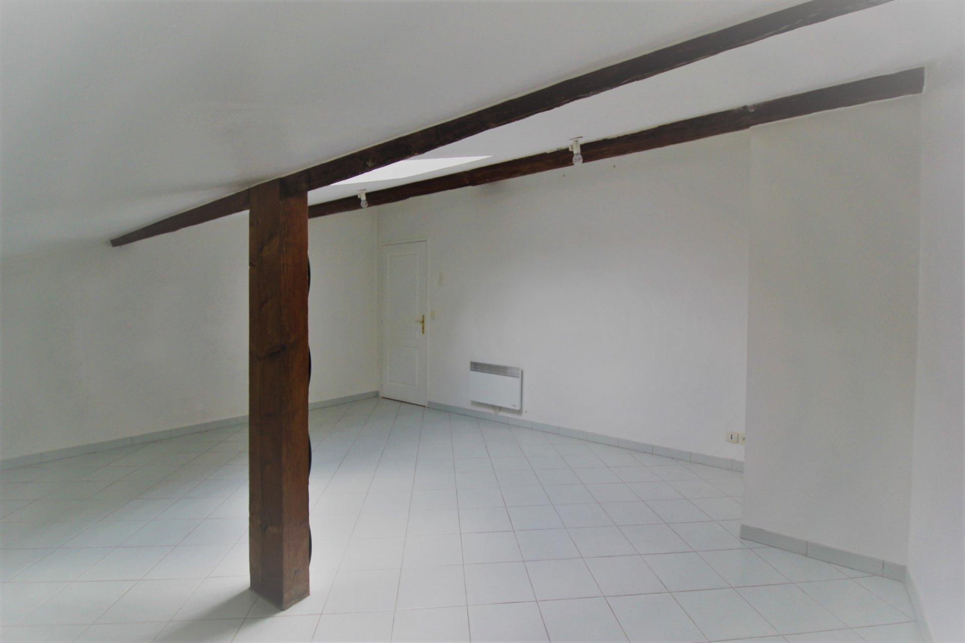 Grand T3 de 103m² Place Puget
