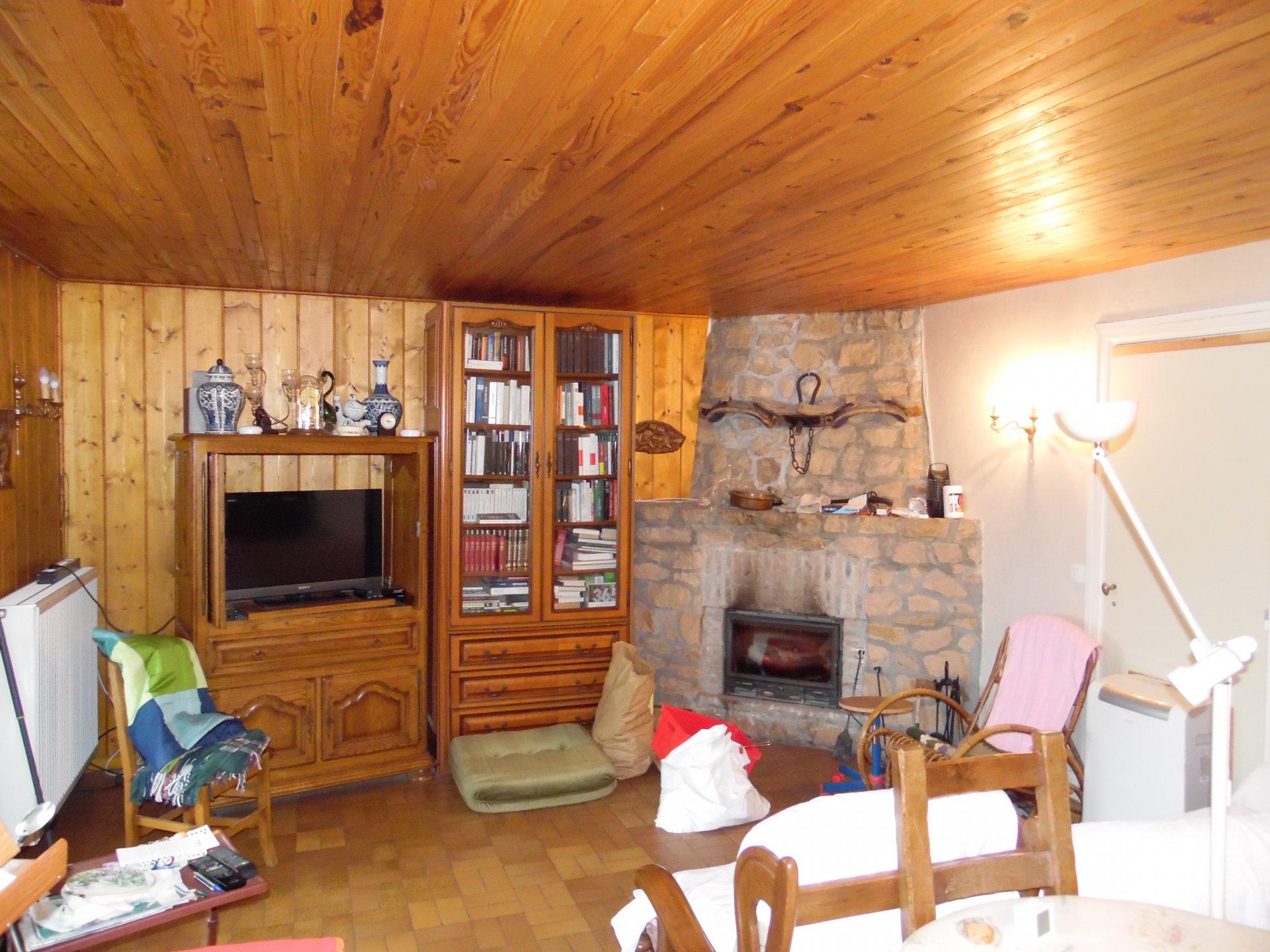 Zu verkaufen in Creuse, großes Haus, Garagen und Garten (3908m²)