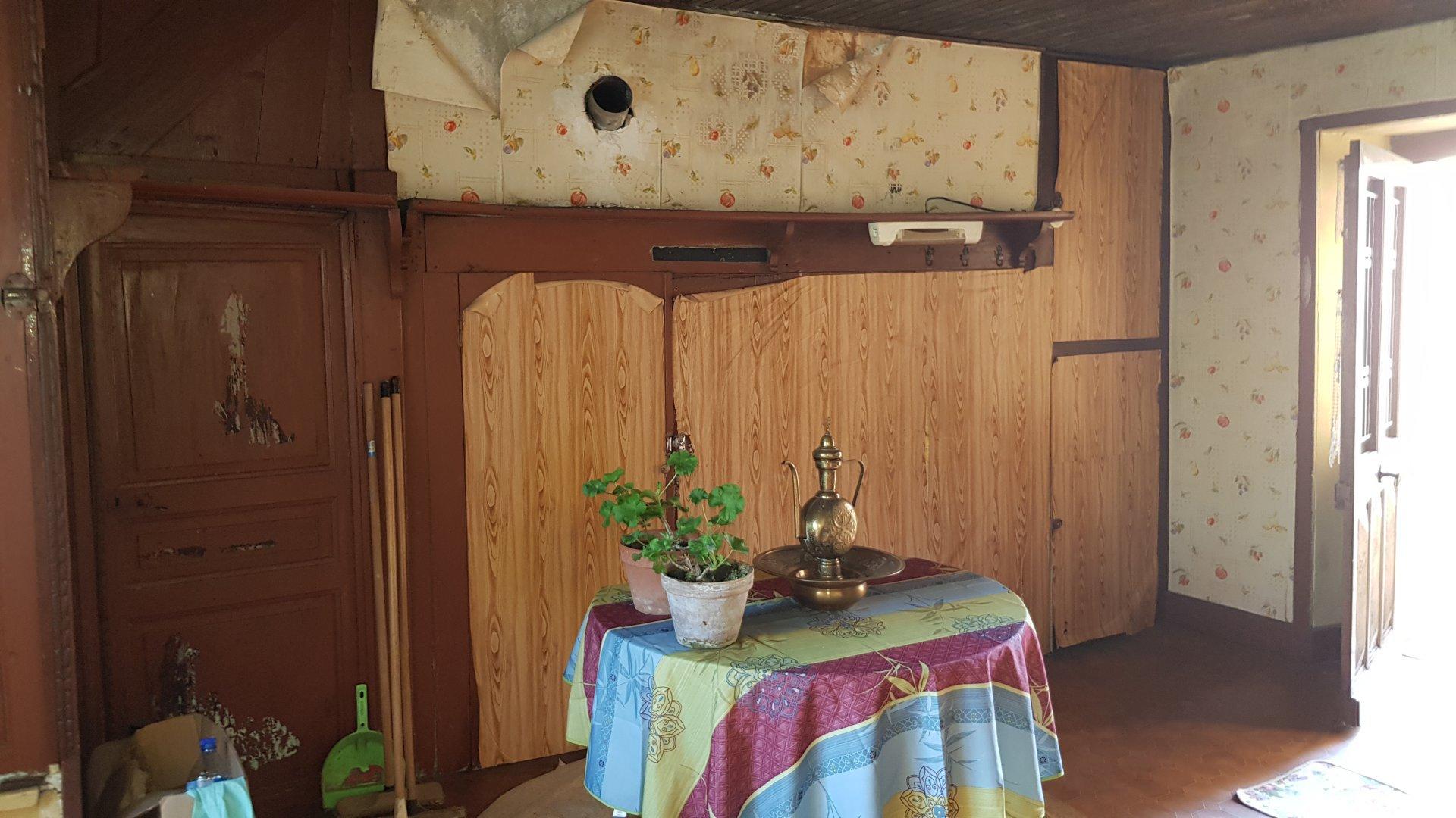 Maison de bourg à renover pour les amoureux des belles pierres