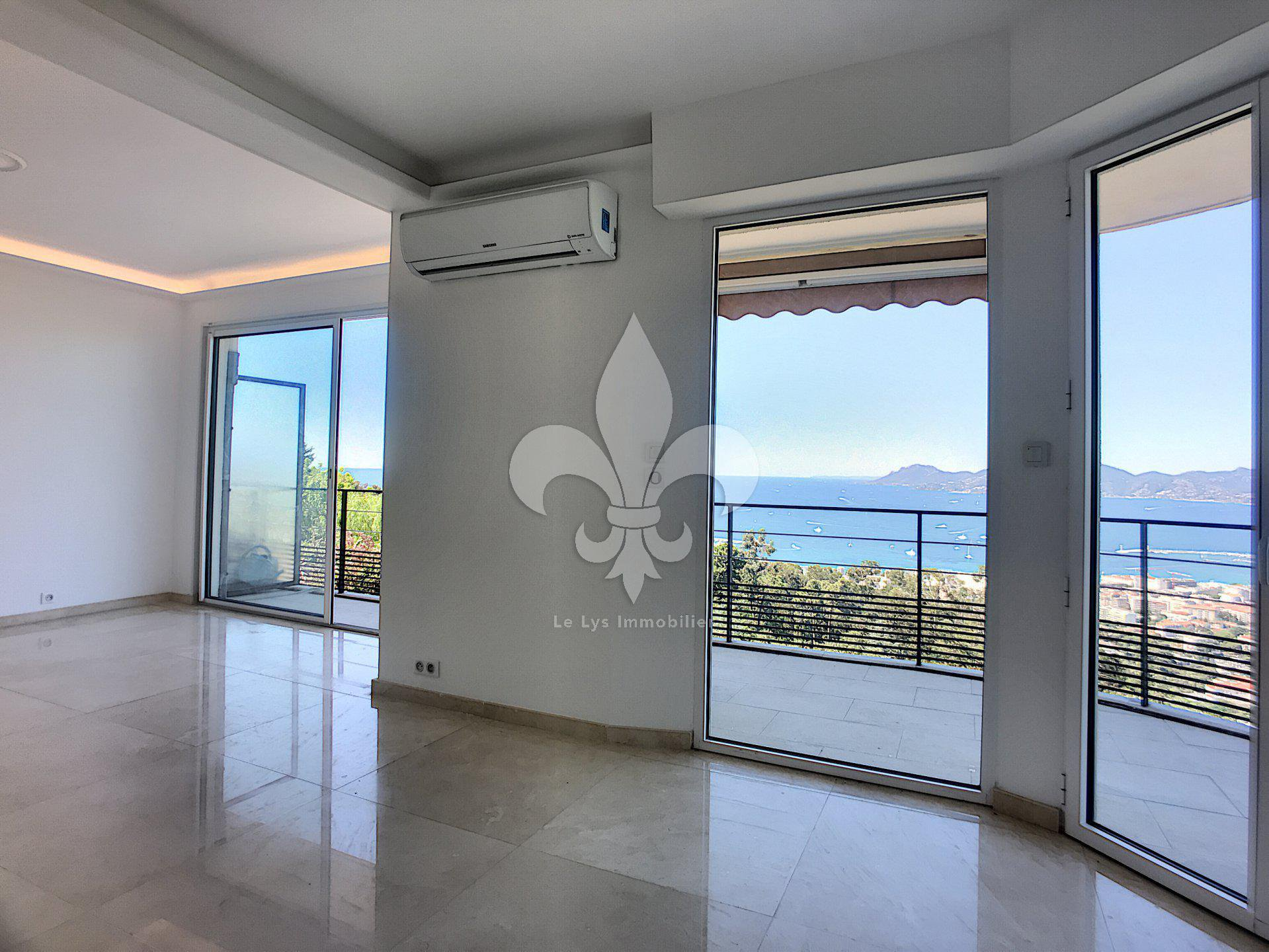 Best view of Cannes: 3 rooms with a panoramic sea view