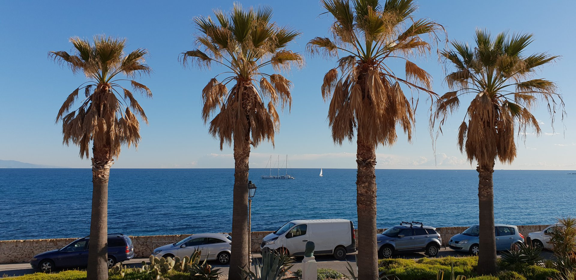 VIEIL ANTIBES - HOUSE ON REMPARTS ! 3 BEDROOMS ON 2 FLOORS !
