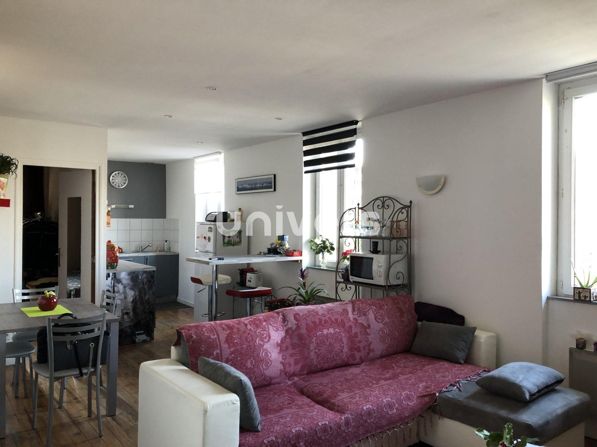 Maison avec 2 Appartements et un Commerce
