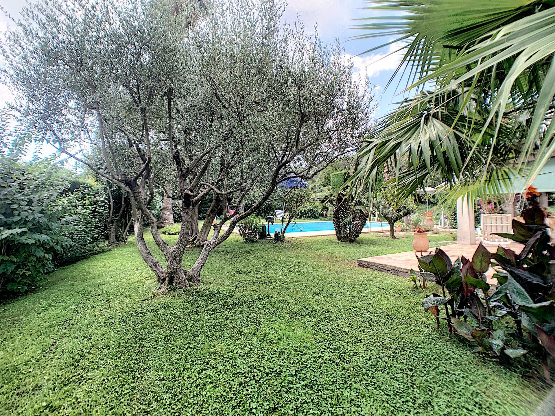 ANTIBES (06600) - Villa 8 pièces - piscine