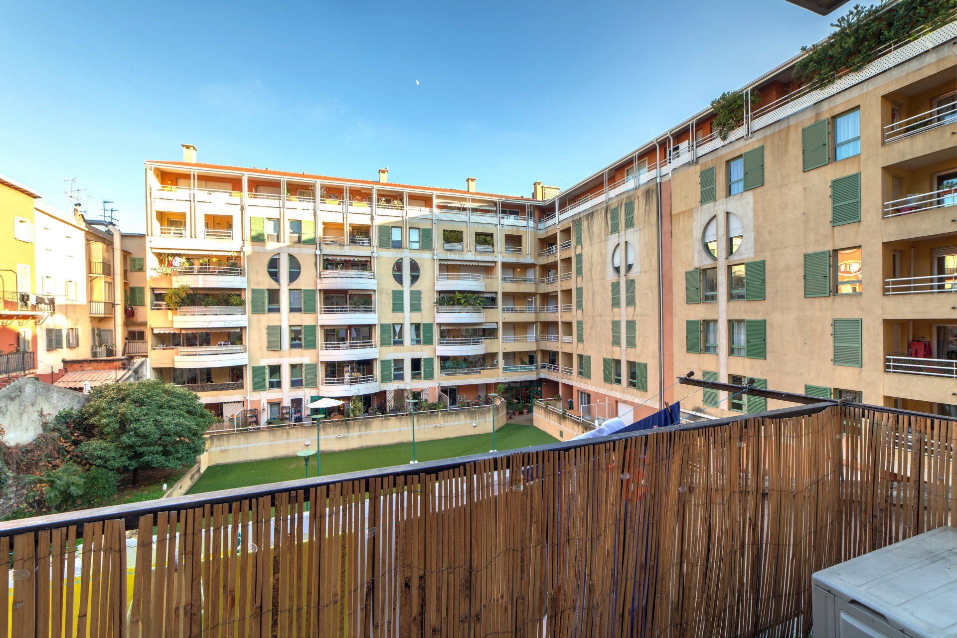 2 BEDROOM APARTMENT GARIBALDI