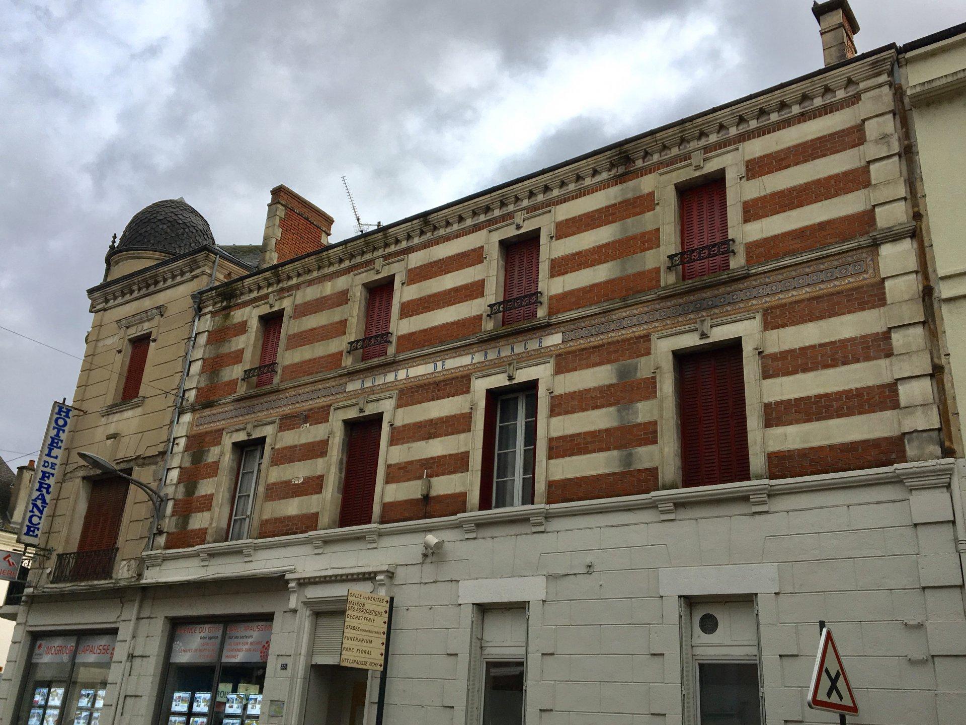 Sale Building - Lapalisse
