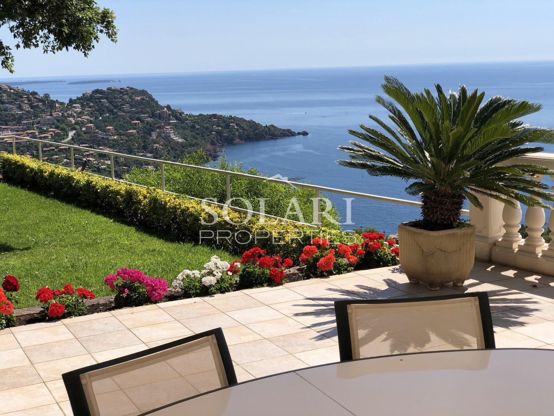 Villa with panoramic sea views in Le Trayas