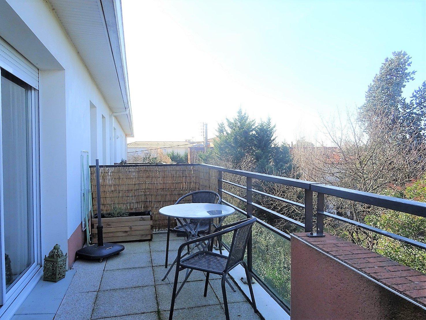 CUGNAUX, T3 de 60 m² avec terrasse et 2 parkings.