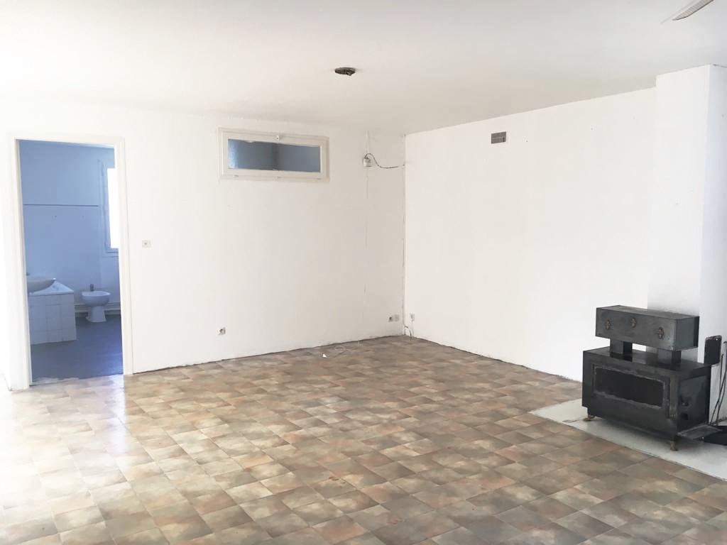 A Prades, maison, 3 chambres, double garage.